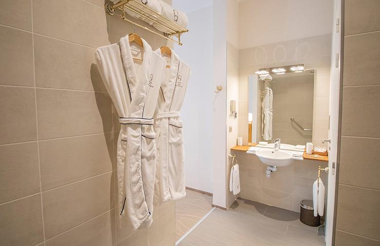 salle de bain santalum hotel des quinconces