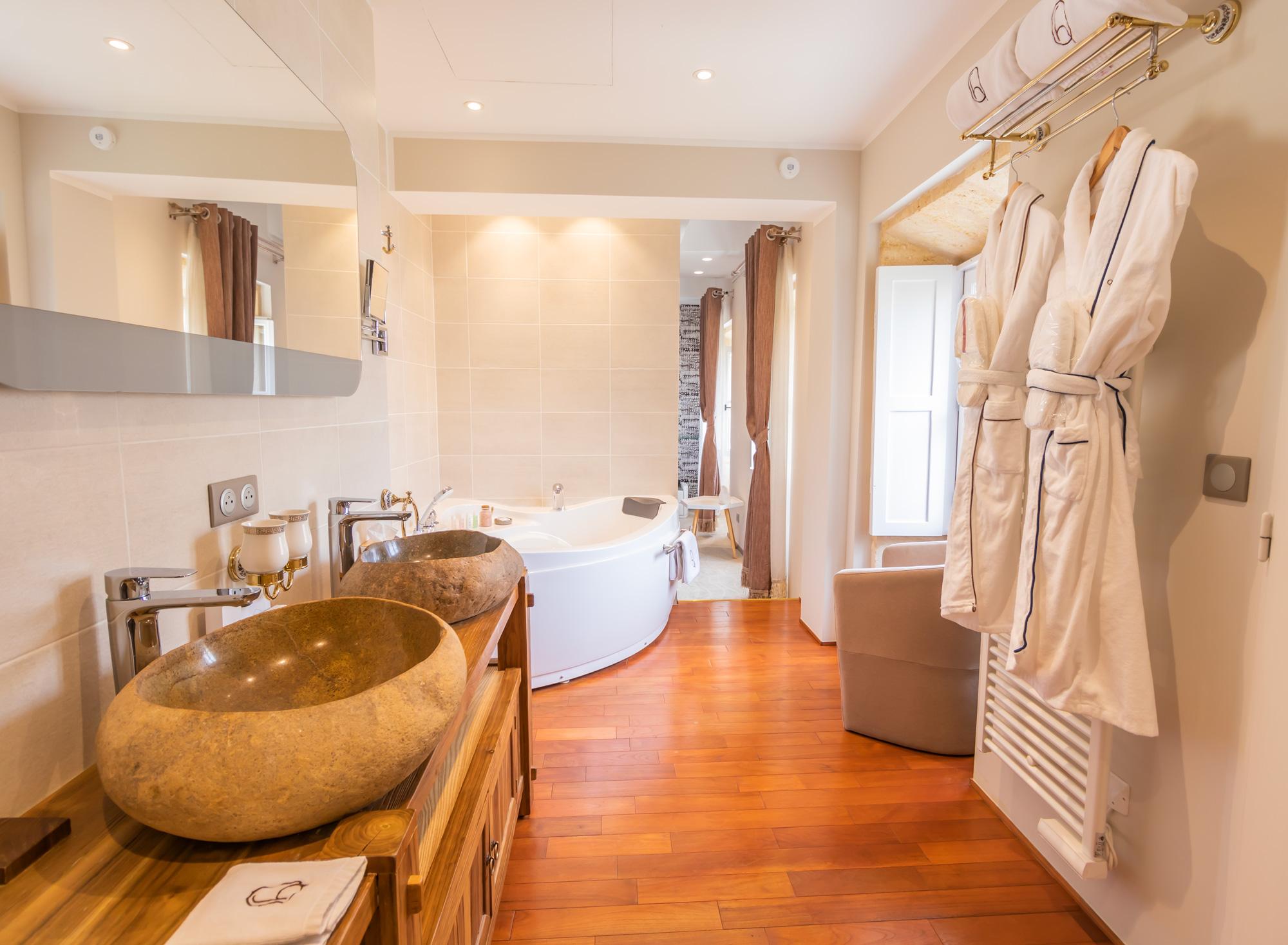 salle de bain chambre Grenadille hôtel des Quinconces