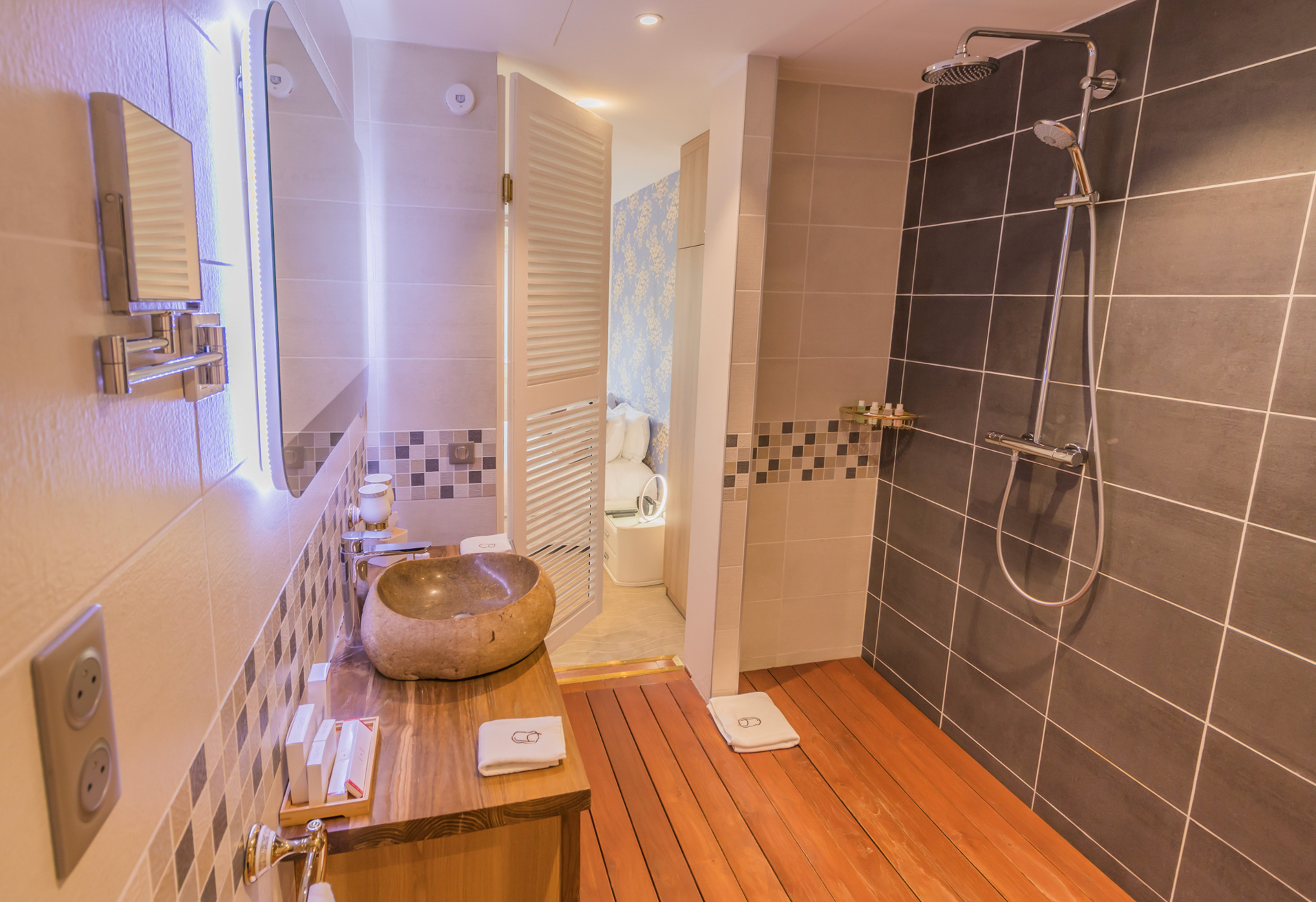 Bathroom Kinmokusei